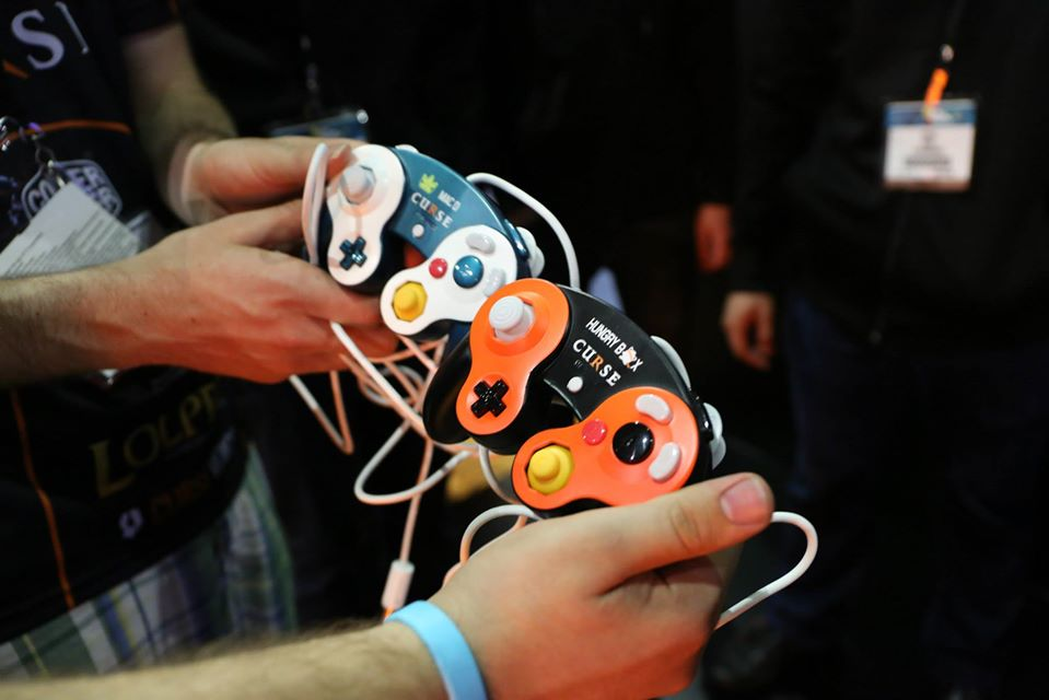 Custom-GameCube-Controllers_HungryBox_MacD